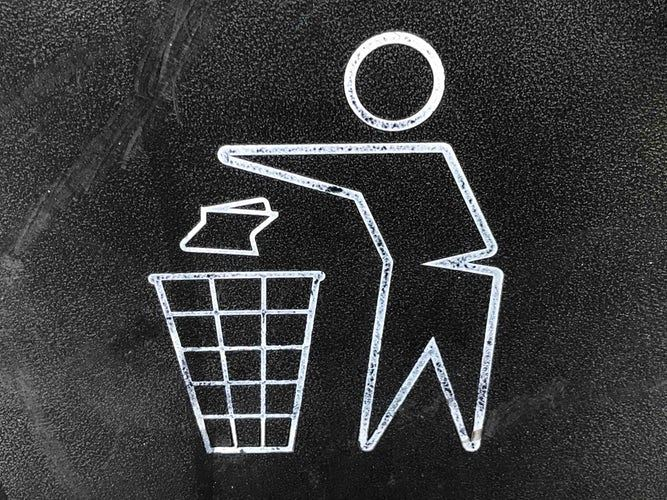 picture of a trash can